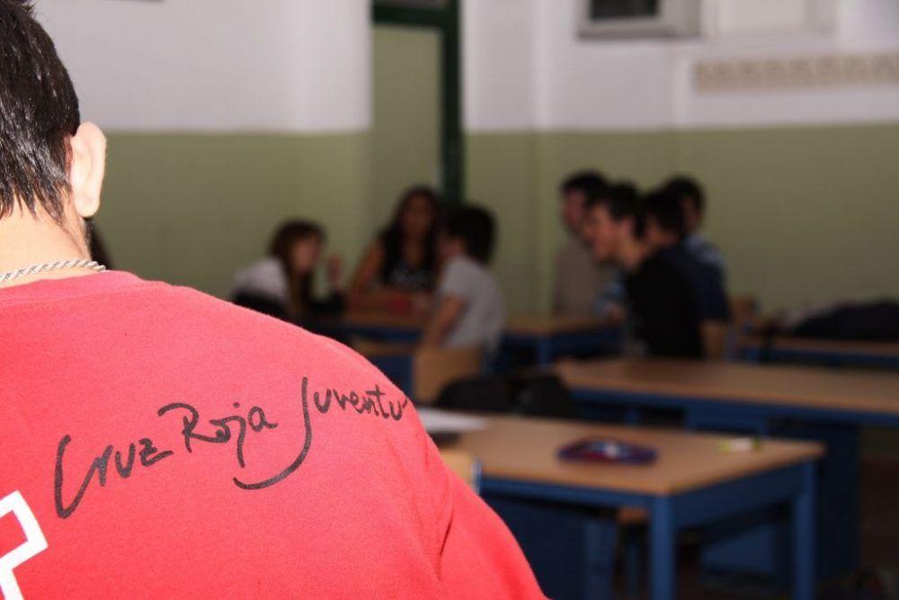 Cruz Roja Majadahonda sensibiliza sobre el acoso escolar en la Plaza de Colón: lo sufre el 9,3% de los estudiantes