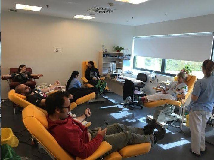 """El """"maratón"""" de Puerta de Hierro Majadahonda bate su récord con 197 donantes de sangre"""