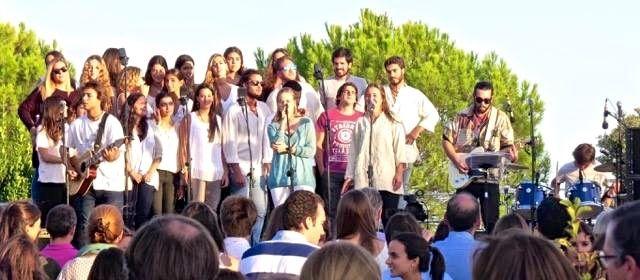 """La música """"ardiente"""" de """"Hakuna Group"""" llega a la parroquia Tomás Moro de Majadahonda"""