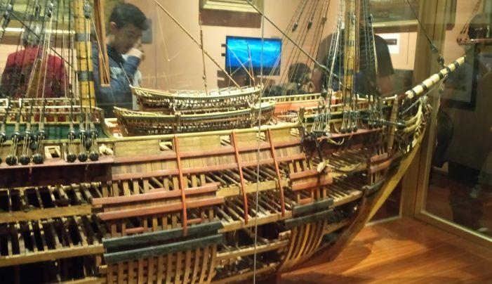 Los alumnos del Saramago (Majadahonda) fotografían los tesoros del Museo Naval gracias al majariego Andrés Saliquet