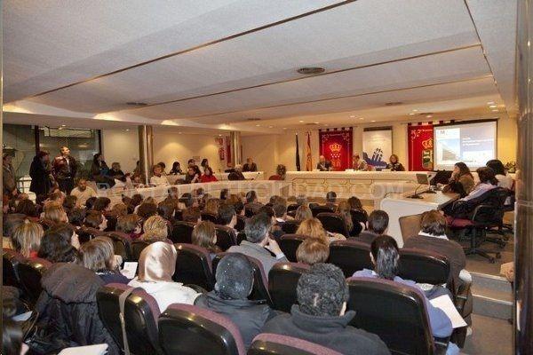 """El pleno de Majadahonda debate la limitación de mandatos, el """"caso Lezo"""" y la zona azul"""
