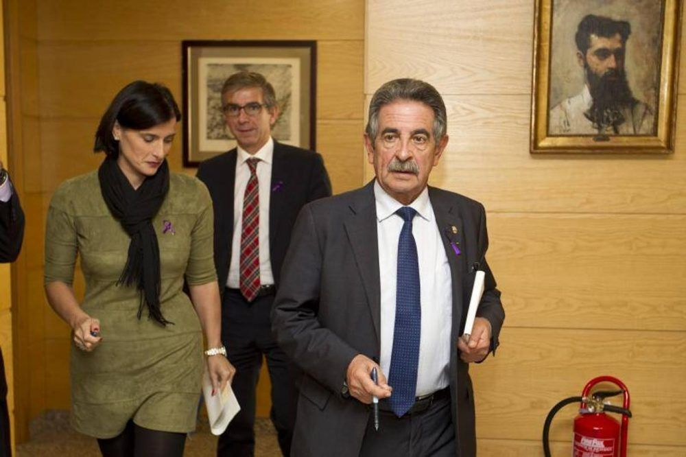 La pugna política entre Revilla y la alcaldesa de Santander llegó hasta Majadahonda y seguirá en El Sardinero