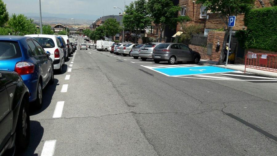 """El Ayuntamiento de Majadahonda amplía 209 plazas de """"zona azul"""" y suma ya 2.540"""