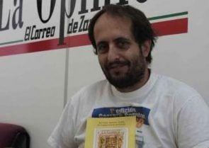 El escritor Luis Miguel Domingo busca un lugar en Majadahonda para presentar su libro