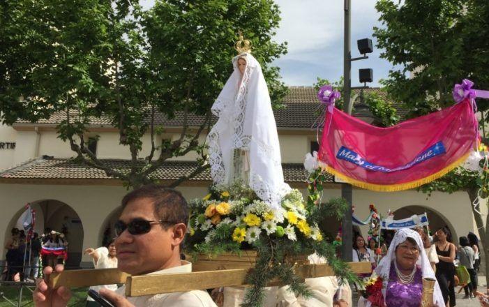 La comunidad filipina de Majadahonda sale a la calle en procesión y celebra misa en tagalo, inglés y español