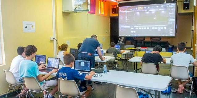 La Escuela Tecnológica de Verano invita a sus campamentos en Majadahonda