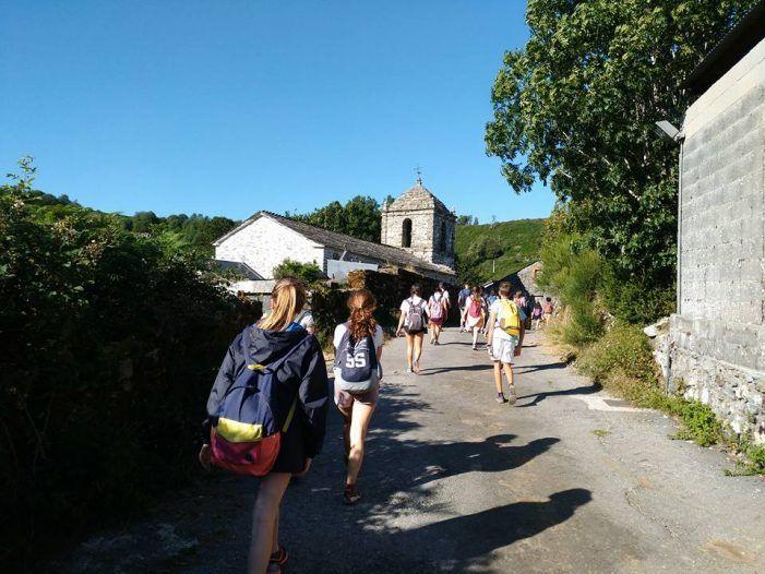 50 jóvenes de Majadahonda peregrinan hasta Santiago desde Cebreiro (160 km)