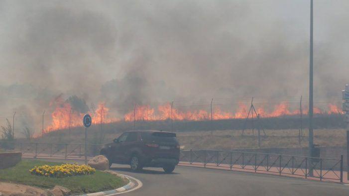 100.000 litros de agua de Majadahonda extinguen un aparatoso y voraz incendio en Las Rozas