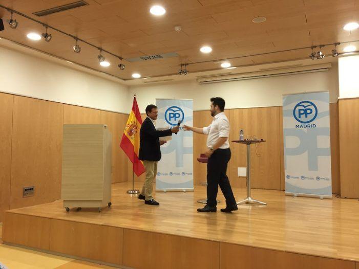 """Fran Carrillo explica en Majadahonda los """"populismos"""" sin prejuicios: """"son remedios para los desesperados"""""""
