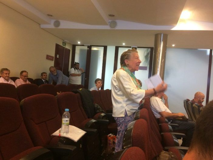 """Ruegos y Preguntas: los """"Desafinados"""" de Majadahonda ponen voz y emoción al pleno del Ayuntamiento"""
