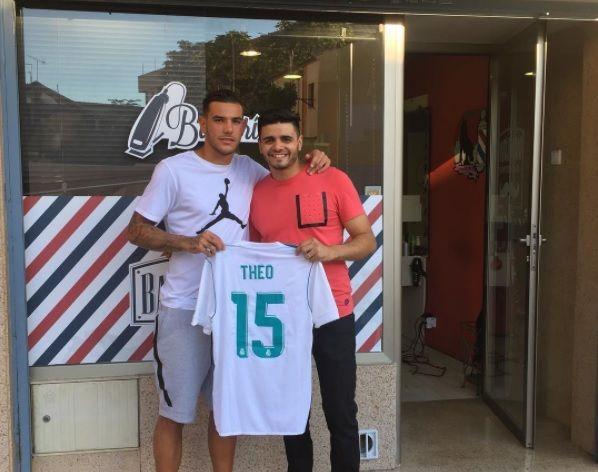 """El peluquero de Majadahonda que corta el pelo a las """"estrellas"""" del fútbol español"""