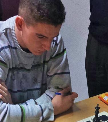 """Ajedrez: El """"number one"""" Roberto Mazo reta en Majadahonda a una simultánea"""