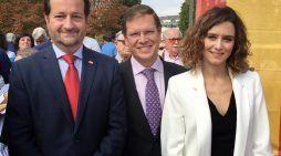 """Políticos de varios partidos en el Día de la Hispanidad con el contrapunto de """"Majadahonda Antifa"""""""