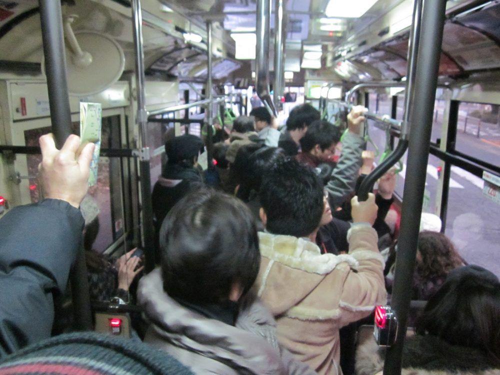 Denuncian la peligrosa saturación en horas punta del bus Majadahonda-Madrid y reclaman la conexión Boadilla-Majadahonda