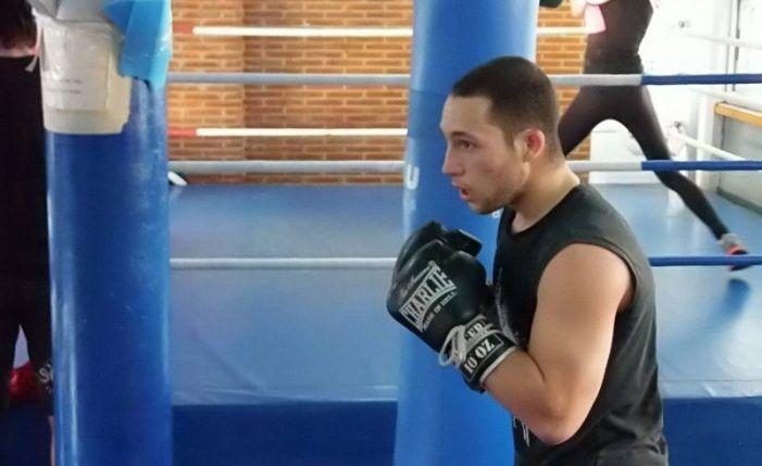 """""""La Bola de Oro de Majadahonda"""" patrocina al boxeador que lucha contra el """"bullying"""""""