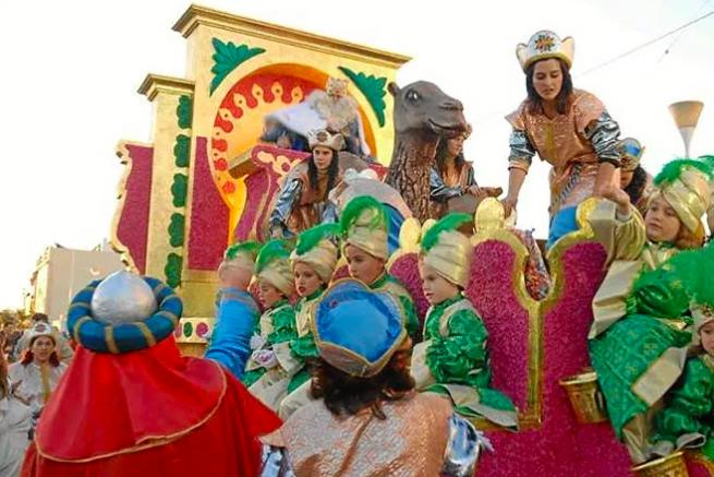 Homenaje a la literatura infantil en la Cabalgata de Reyes de Majadahonda 2018