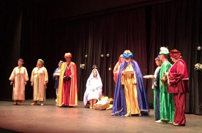 Niños y mayores comparten la Navidad con villancicos, teatro y baile del Club Reina Sofía de Majadahonda