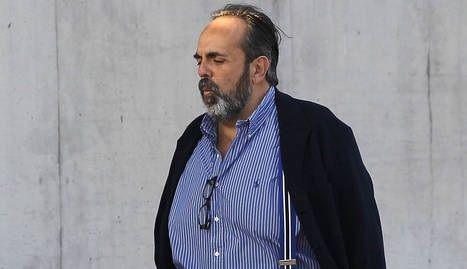 """El ex alcalde Willy Ortega celebra el fin de la Gürtel: cocido junto al letrado de Bárcenas y fotos del """"Gran Wyoming"""""""