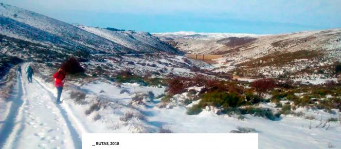Amigos de los Caminos recibe nuevos socios y visita la nieve en El Escorial