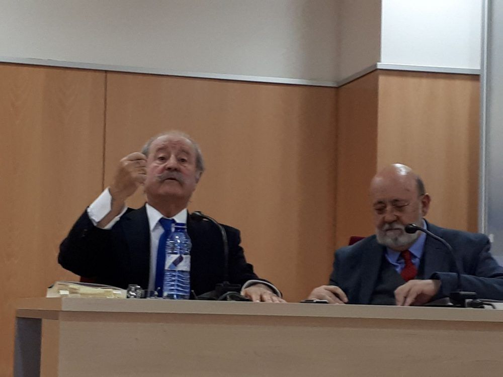 Socialistas de Majadahonda debaten la reforma de la Constitución con José Miguel Bueno y Félix Tezanos