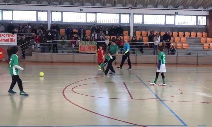 El niño Saúl Varela cumple su sueño de jugar al fútbol y despierta elogios en Majadahonda