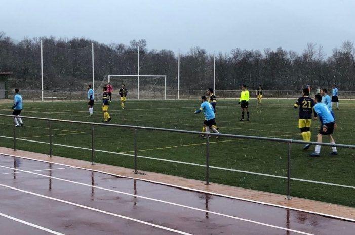 Fútbol base: Puerta de Madrid (Majadahonda) afianza su liderato pese al frío y la lluvia