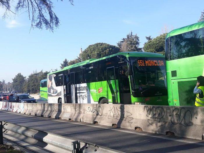 Espectacular accidente sin víctimas de 2 autobuses y un coche en el trayecto Majadahonda-Moncloa