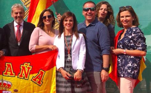 Ana Elliot (Cs) secunda la propuesta vecinal y propone limpiar y ampliar las banderas de España en Majadahonda