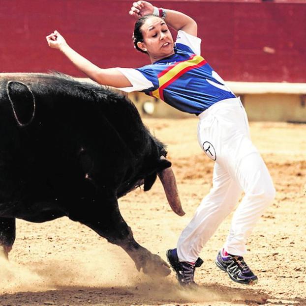 """La recortadora Rocío Pulido (Majadahonda) reaparece y hace """"historia"""" en Vinaròs: toros solo para chicas"""