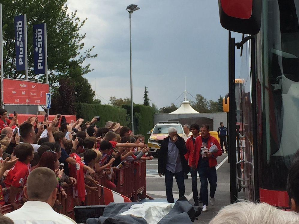 """El desplante del At. Madrid a su afición en Majadahonda genera decepción, malestar y gritos de """"¡fuera, fuera!"""""""