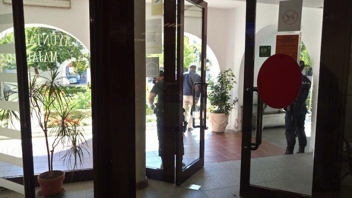 Redada en el Ayuntamiento de Majadahonda: la policía investiga a 1 funcionario