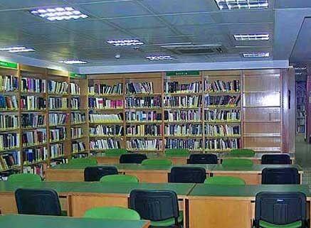 El nuevo ministro socialista de Cultura clausuró la Biblioteca de Caja Madrid en Majadahonda