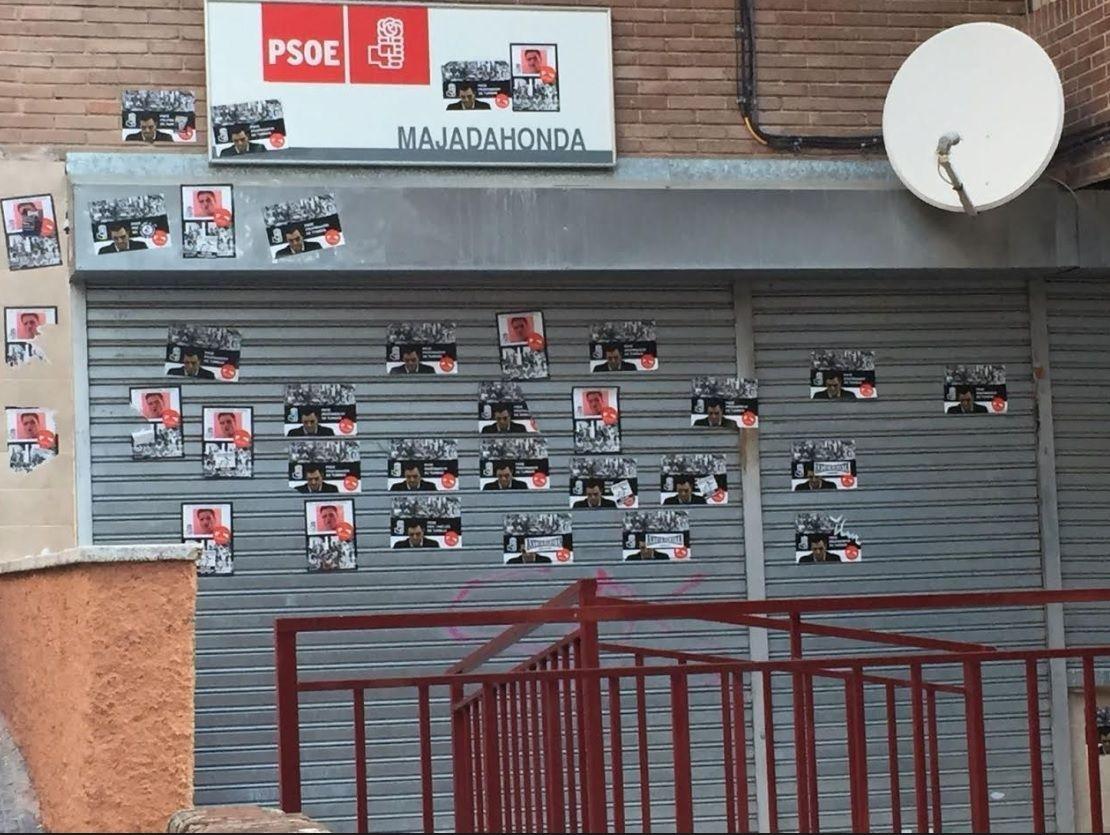 """Las """"pintadas"""" en la sede del PSOE Majadahonda contra la Memoria Histórica son iguales a las de otros lugares de España"""
