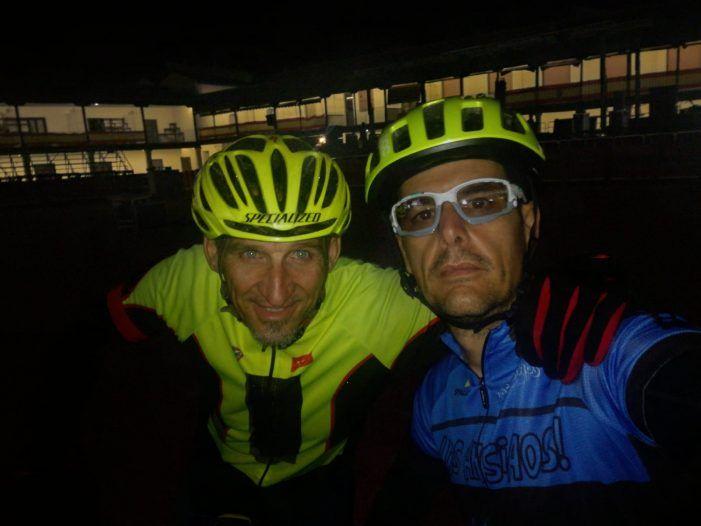 Récord: un ciclista de Majadahonda da la Vuelta a Madrid (640 km en 39 horas) en homenaje a su mujer con cáncer