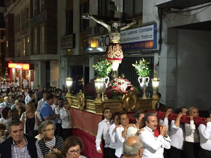 """Procesión 2018 (Fiestas de Majadahonda): 7 mujeres """"anderas"""", Tierno Galván y polémicos cohetes"""