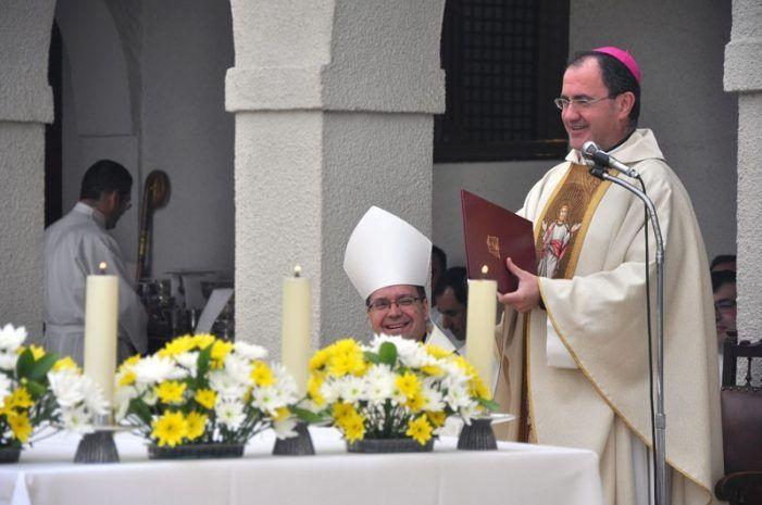 """El obispo de Madrid visita Majadahonda y sus ONGs: """"la fuerza se realiza a través de la debilidad"""""""