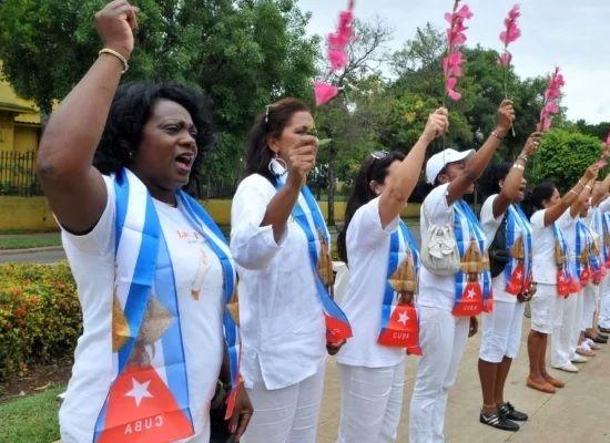 Economía Majadahonda: Photocall Perruno (Tiendanimal), Cuba (UFV y Mago Ayra), conciliación laboral y plaza de médico