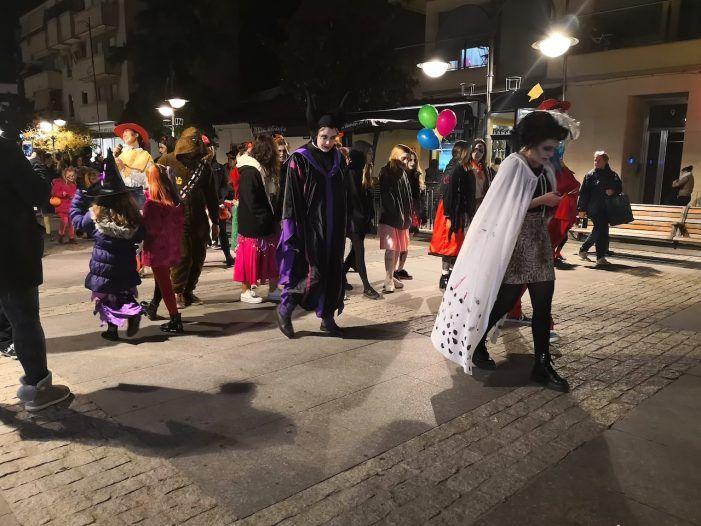 Las calles del centro y el Tutti animan la fiesta de Halloween en Majadahonda: los mejores disfraces