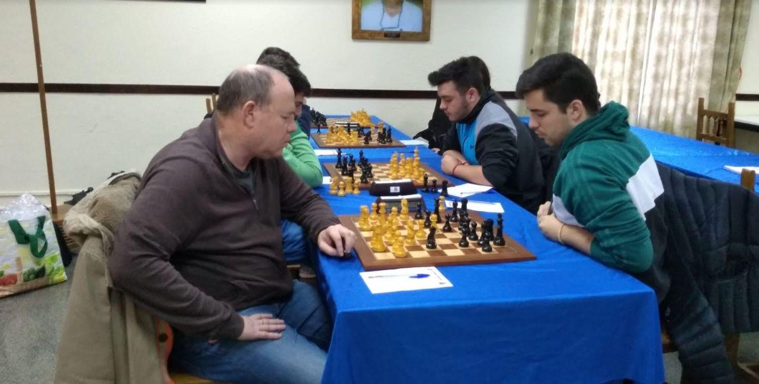 Ajedrez: un jugador del Molinillo Majadahonda se despista de camino a la partida y el equipo pierde contra Colmenarejo Chess (4-2)