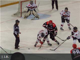 Deportes Hielo Majadahonda: Hockey masculino (0-3 en Anglet), femenino (4-0 al Huarte), Patinaje (Mirum Team)