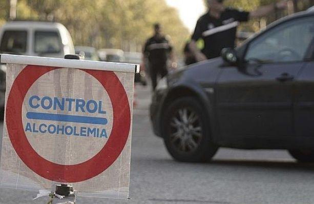"""Carreteras que Guardia Civil y Policía Majadahonda controlan para impedir el alcohol en el coche: """"Si bebes no conduzcas también en Navidad"""""""