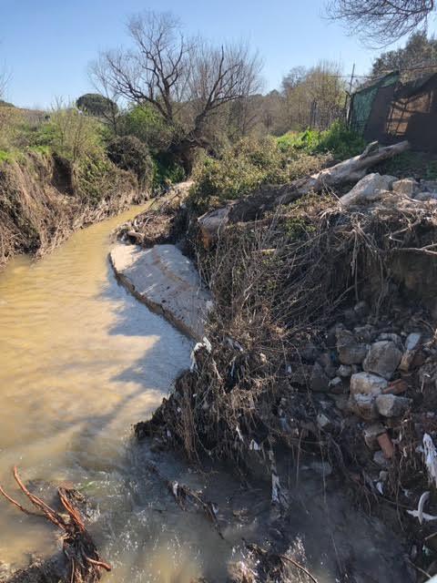 Un vecino de Majadahonda denuncia que el Arroyo del Plantío se ha convertido en un vertedero de escombros