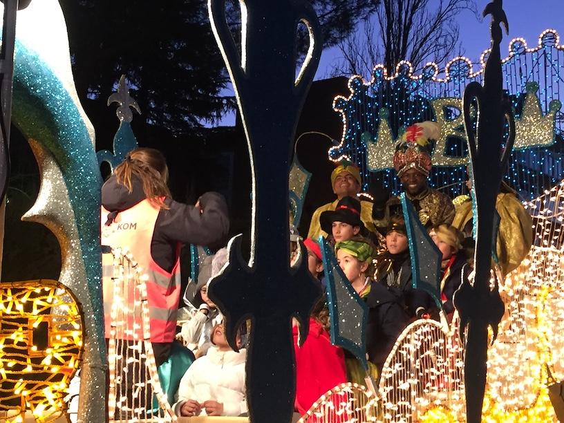 Las fotos de recuerdo de la Cabalgata de Reyes Magos en Majadahonda 2019