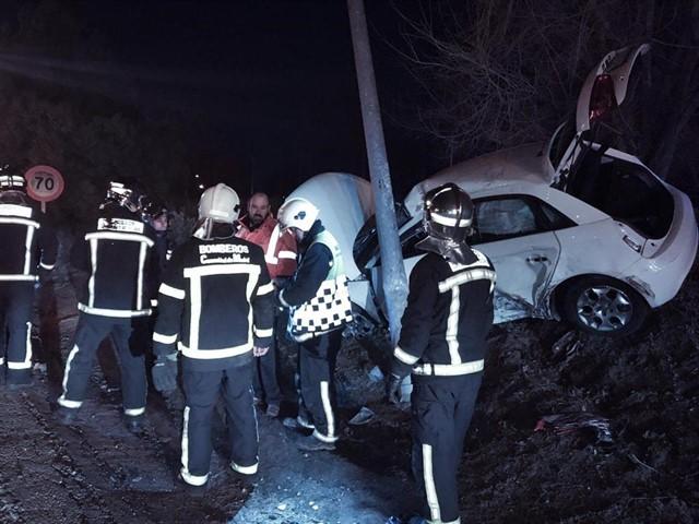 Hospital Majadahonda: una conductora de 26 años se empotra contra una farola y un chico de 17 arrollado en las vías del tren