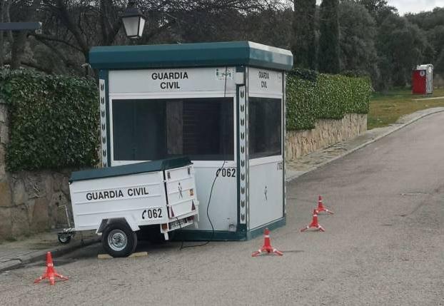 """El chalet de Pablo Iglesias aflora las """"garitas"""" de Guardia Civil en el Oeste de Madrid: 146 políticos con escolta"""
