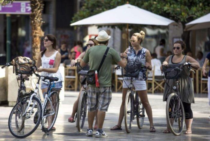 Bicicletas y patinetes podrán circular por las peatonales de Majadahonda con el voto PP, Somos e IU
