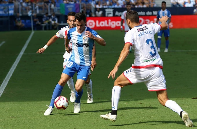 """Rayo Majadahonda-Málaga: mal césped, plaga de lesiones malagueñas y el """"gol del ex"""" Héctor marcan el partido"""
