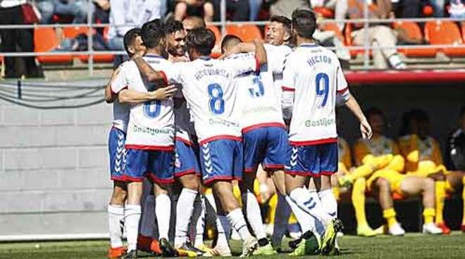 """Rayo Majadahonda pega 2 """"alcorconazos"""" en un derby sin lleno que salva la 2ªA"""