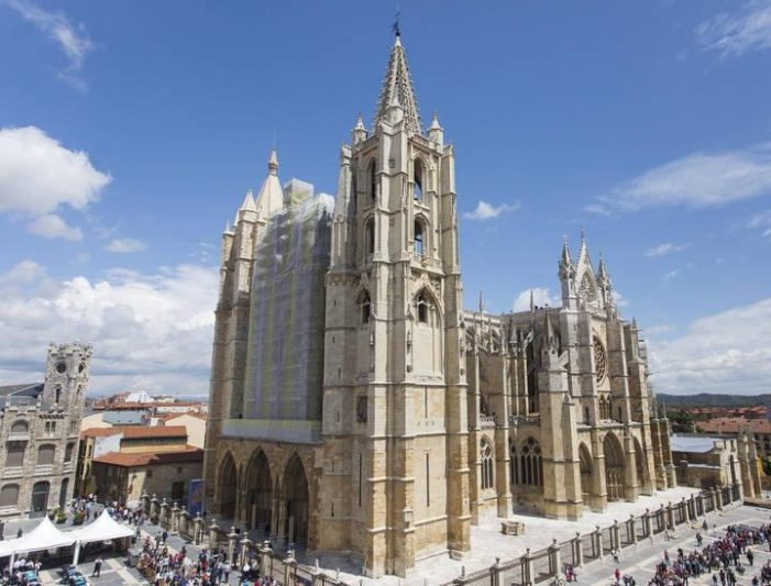 """PP quiere construir en Majadahonda una Iglesia """"más grande que la catedral de León"""" (Pedreira)"""