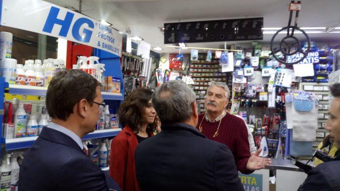 """""""Ferretería La Maja"""" agua la """"fiesta"""" a la comitiva del PP madrileño que visitó Majadahonda"""